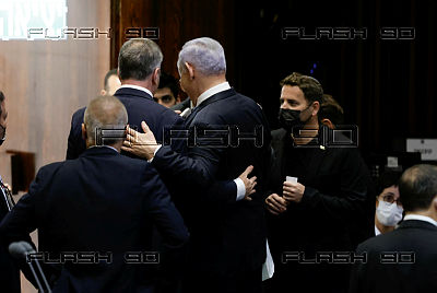 New Israeli government takes office after approval by majority of one